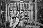 Image of The Week: Pakistan – Lord of War (AK47 – Gun Dealer)